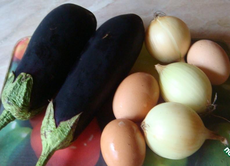 Яйца с пюре из синих баклажанов