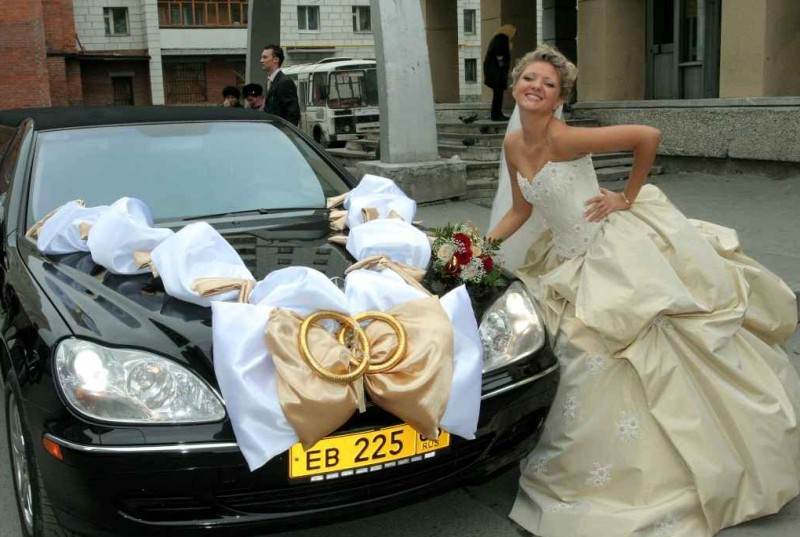 Как украсить свадебную машину своими руками - лучшие фото идеи