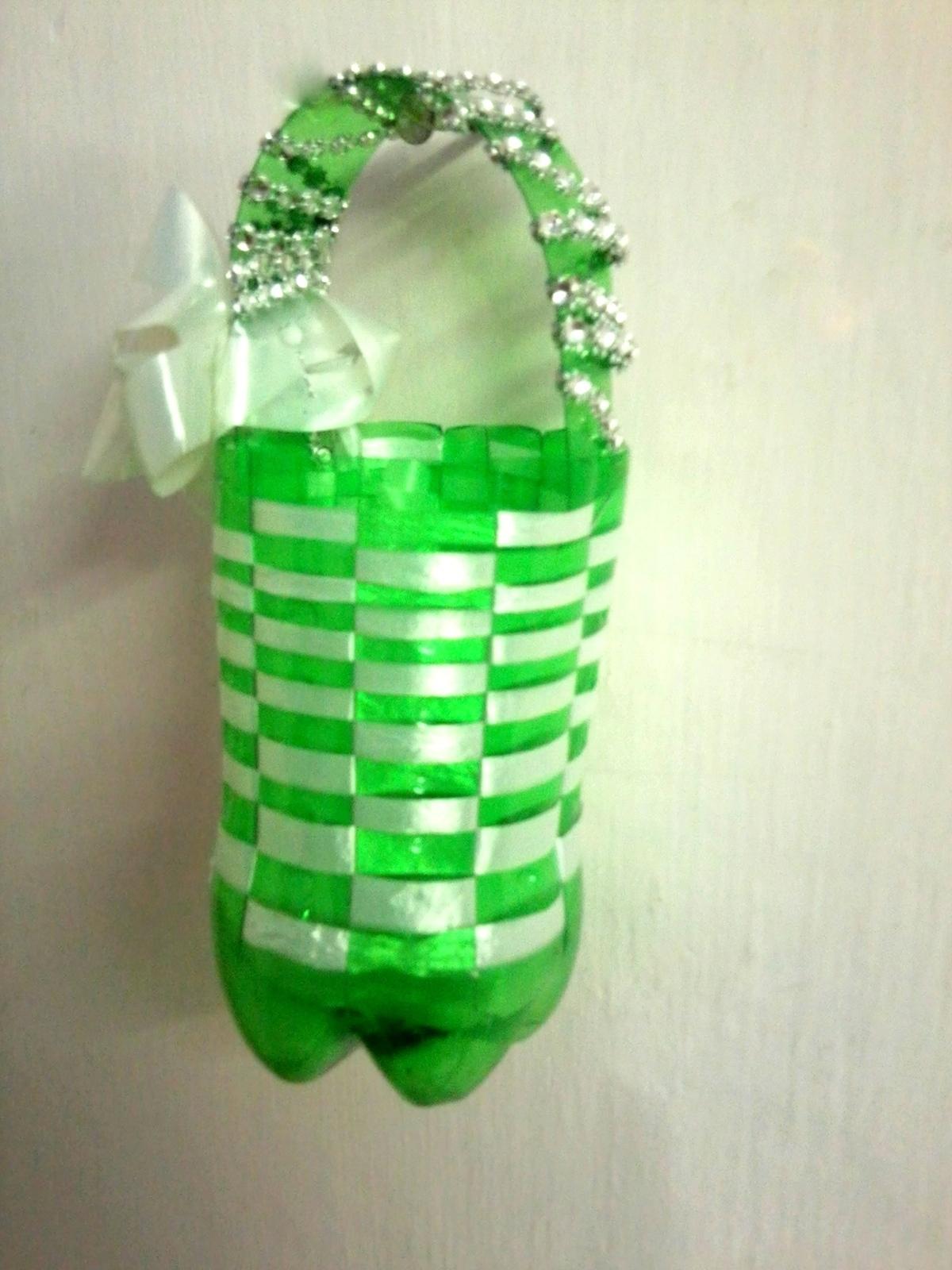 Корзинка из пластиковых стаканчиков своими руками
