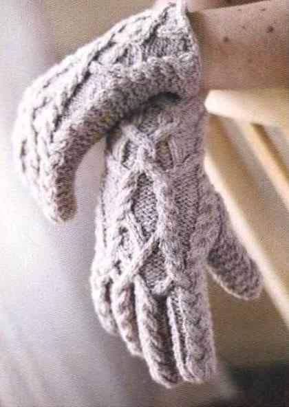 Варежки, перчатки, митенки. Татьяна. Вязаные перчатки с рельефными узорами. . При вязании таких перчаток нужно