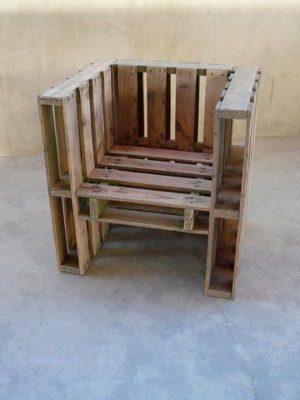 стул из поддонов