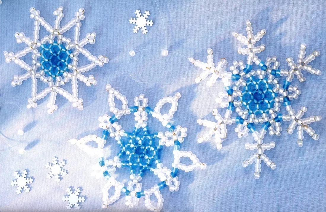Снежинки к новому году из бисера