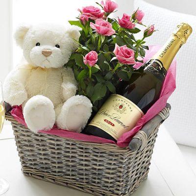 шампанское, цветы, подарок