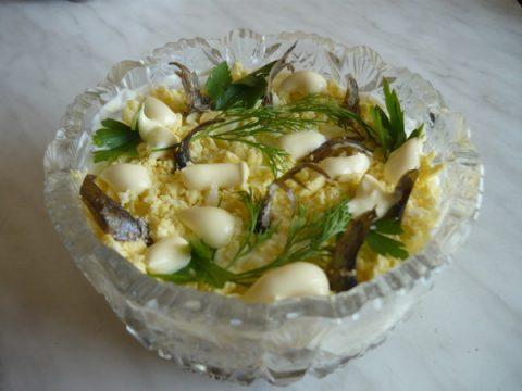 Салат из яиц со шпротами фото