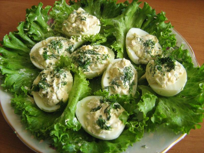 Яйца под зеленым майонезом