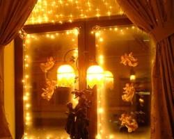 Как украсить окна на Новый год 2020 — 50 фото идей