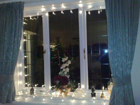 Новогодние гирлянды на окнах