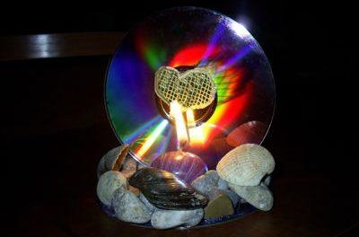 Оригинальный подсвечник из CD-диска