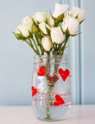 Праздничная ваза с сердечками