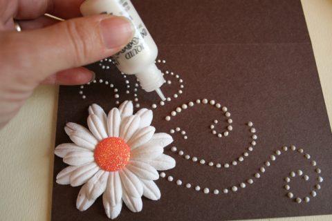 Стильная весенняя открытка с цветами