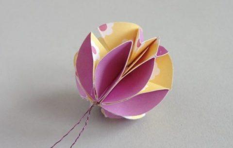 Елочный шарик из бумаги