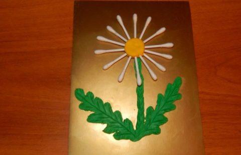 Цветочек для мамочки из пластилина и ватных палочек