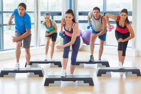 Упражнения спортивной аэробикой