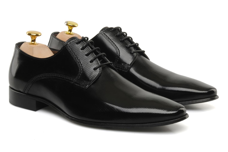 Мужские классические туфли с перфорацией