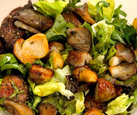 салат с кроликом и грибами