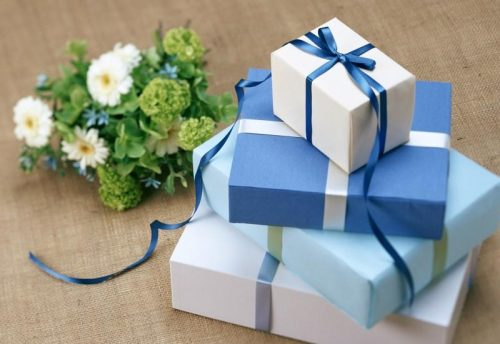 gift wrap in two colors