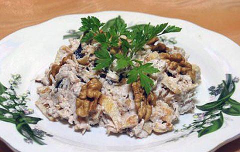 salat-s-kurica-s-chernoslivom-shernosliv-foto
