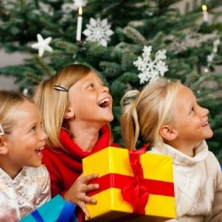 14 весёлых и смешных идей конкурсов для детей на Новый год 2018