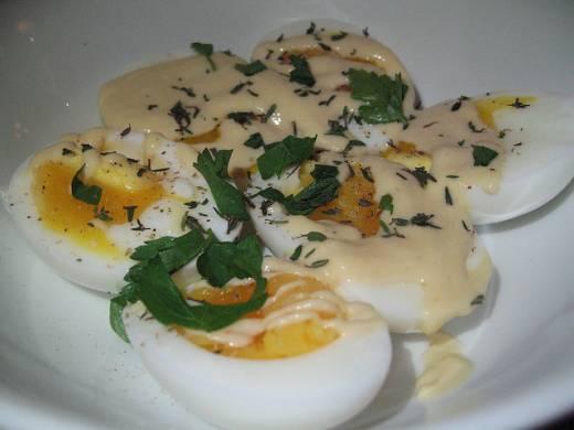 Яйца под горчичным соусом фото